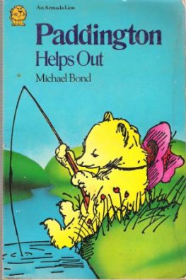 BOND, Michael : Paddington Helps Out : Paperback Kid's Book